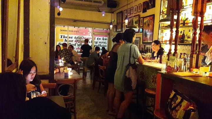ดับบลิวทีเอฟ แกลอรี่แอนด์บาร์ (WTF Bar & Gallery) : กรุงเทพ (Bangkok)