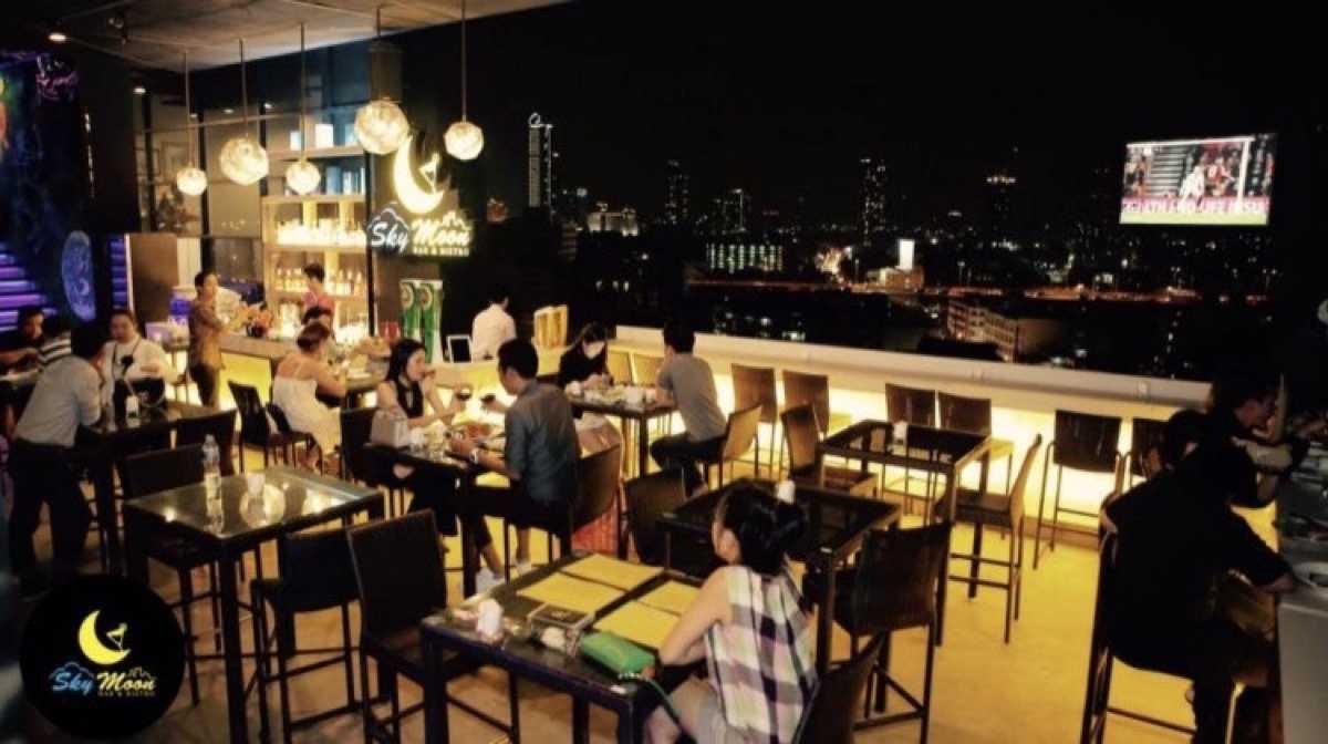 Sky Moon Bar & Bistro : กรุงเทพ