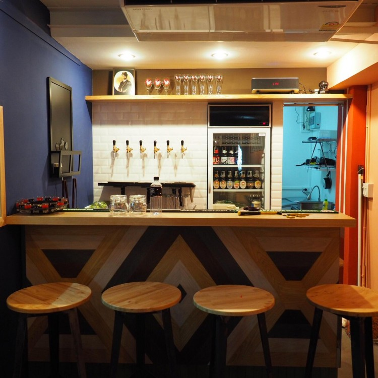 Bottle rocket craft beer bar : Khao San - Ratchadamnoen