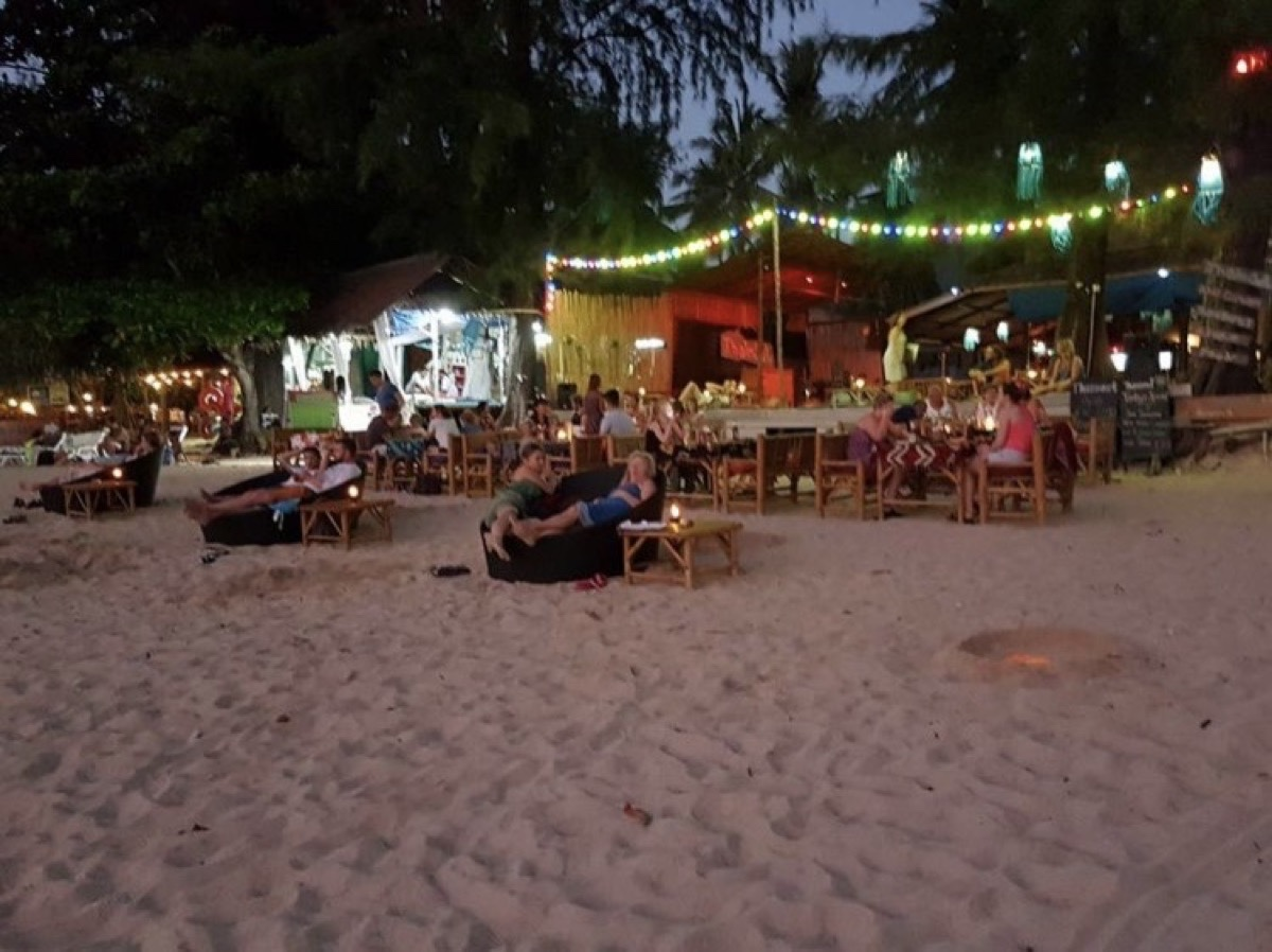 ThaimOut Beach Bar & Restaurant : กระบี่