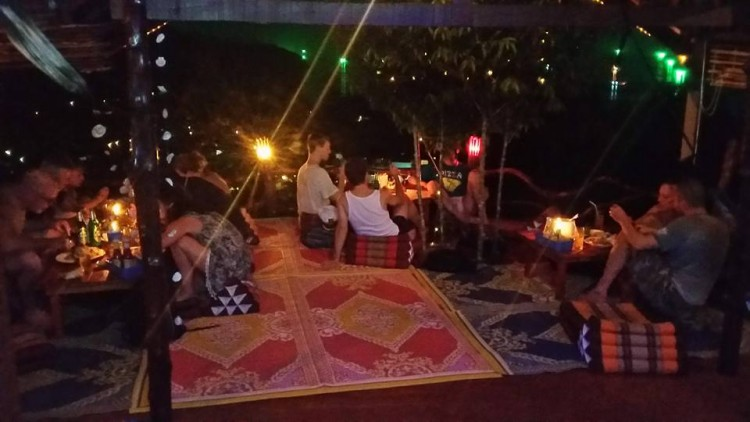 Mae Haad Tree House Bar : Surat Thani