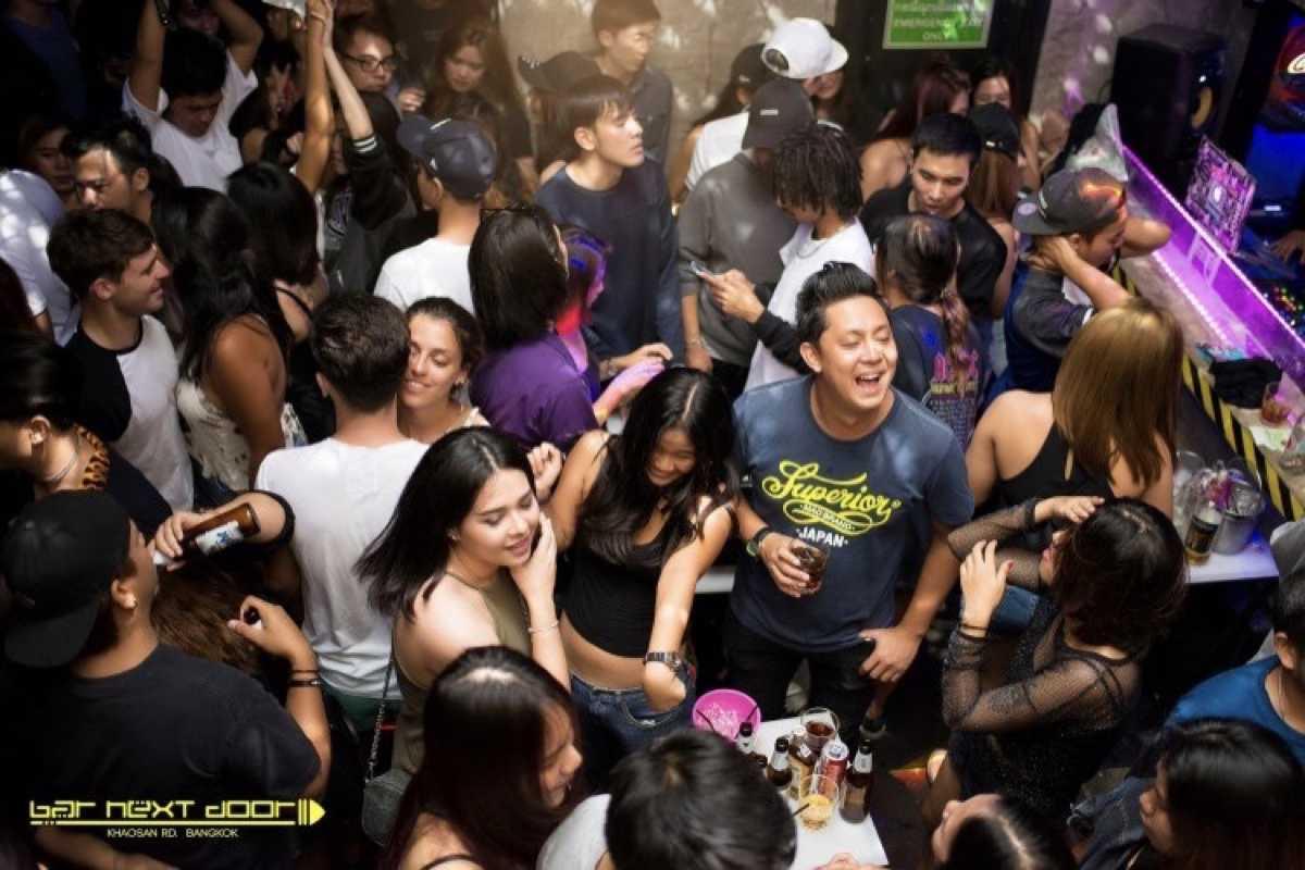 Bar next door  Khaosaan rd. Bkk : Khao San - Ratchadamnoen