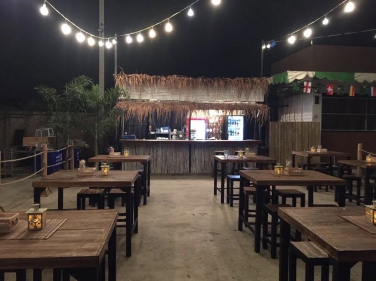 Beach bar & Bistro Uttaradit : Uttaradit