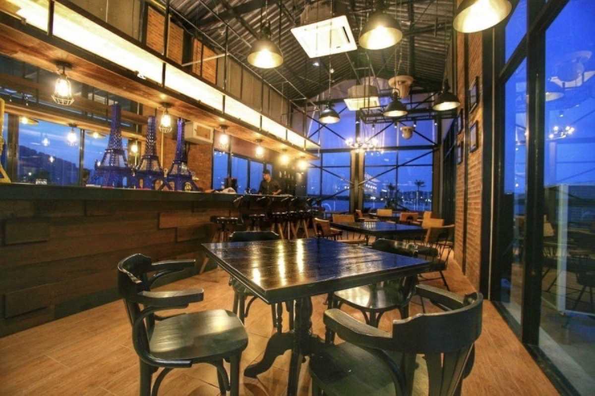 Breeze Café & Bar : กรุงเทพ