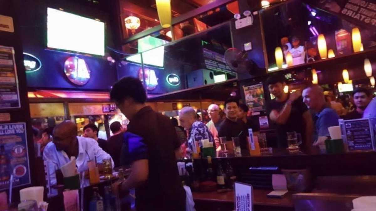 Telephone Pub, Restaurant & Karaoke (เทเลโฟน ผับ แอนด์ เรสเตอรองท์) : Bangkok (กรุงเทพ)