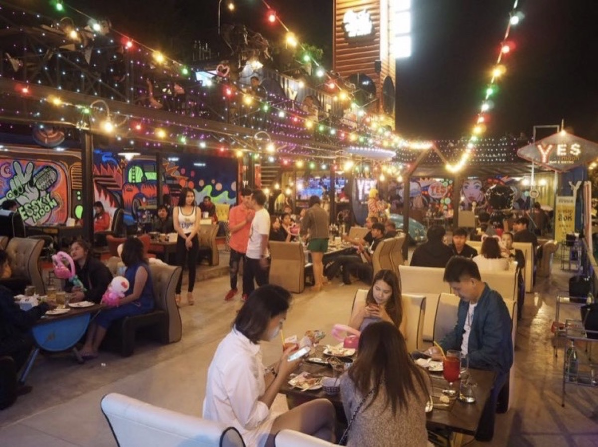 YES Sky Moon Bar&Bistro : อุบลราชธานี