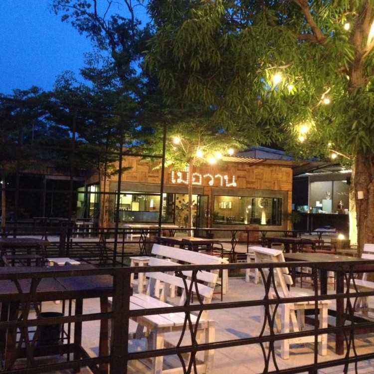 เมื่อวาร์น  MAU  WAAN Bistro & Bar : ร้อยเอ็ด