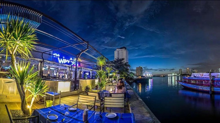 The Wave Thai Restaurant : Bangkok
