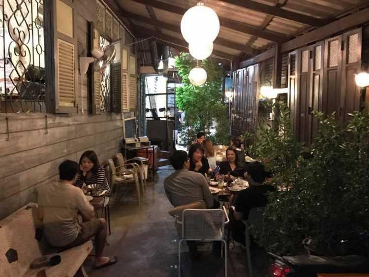 Dok Kaew House Bar : Bangkok