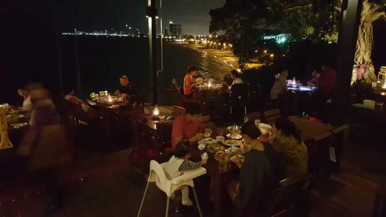 ริมผาลาพิน : พัทยา - ชลบุรี - ระยอง