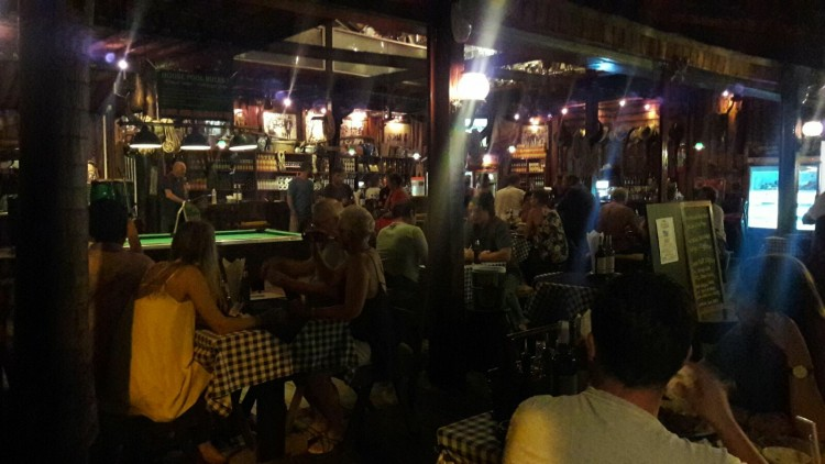 Outlaws Saloon : เกาะพะงัน