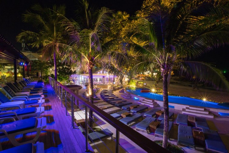 RE KÁ TA Beach Club at Boathouse : ภูเก็ต