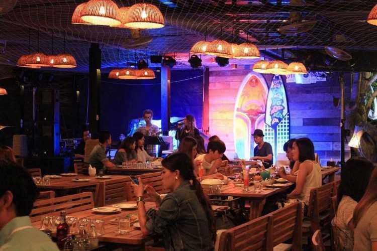 View Mare Beach Front Bar & Restaurant Pattaya (วิวแมเร่ เรสเตอรองค์) : Pattaya - Chon Buri - Rayong (พัทยา - ชลบุรี - ระยอง)