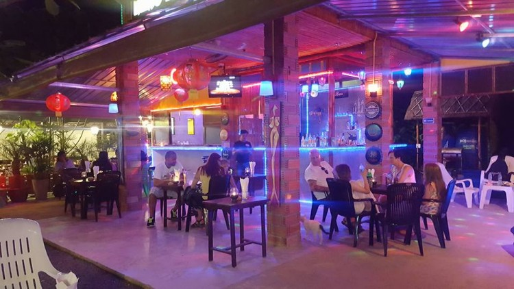 Khaolak Bar : Phangnga
