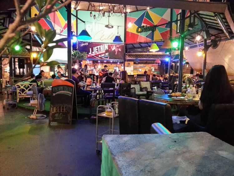 Glitzy Pub Kanchanaburi : กาญจนบุรี