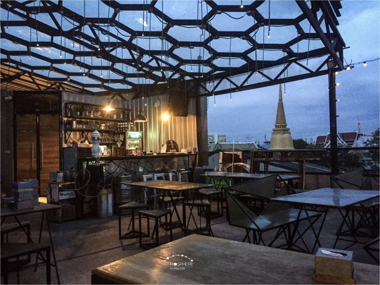 At-Mosphere Rooftop Cafe' : Khao San - Ratchadamnoen