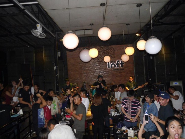 The Loft Living Bar : สกลนคร