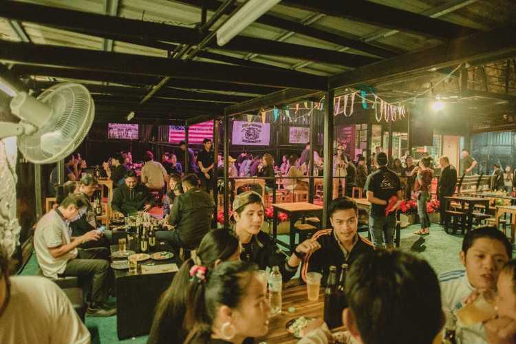 To The Club bar & restaurant : กรุงเทพ
