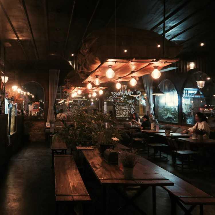 ชูการ์เฮาส์ คาเฟ่ แอนด์ คราฟท์เบียร์ (Sugar House Cafe and Craft Beer) : กรุงเทพ (Bangkok)