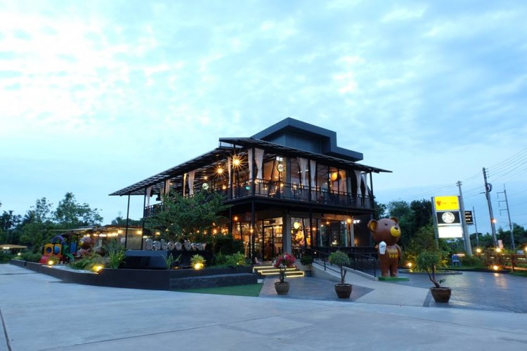 BIG MOUNT Bistro & Restaurant Prachinburi : Prachin Buri