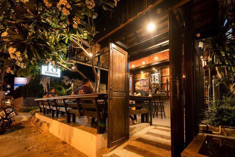 Bar 18 & restaurant : เชียงใหม่