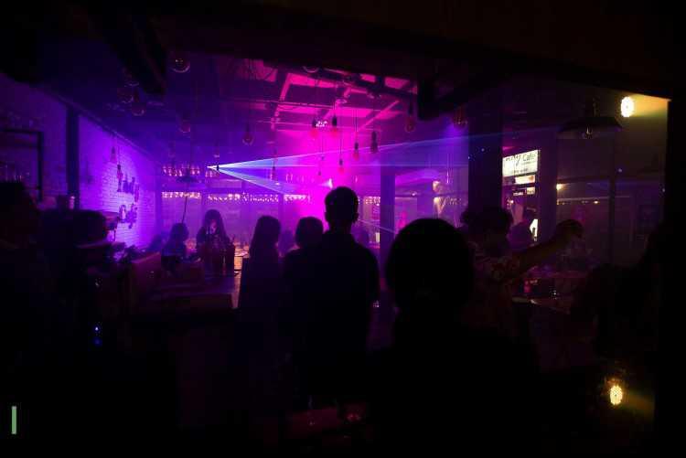 Indy Cafe Bar&Restaurant (อินดี้คาเฟ่ บาร์ แอนด์ เรสเตอรองท์) : Bangkok (กรุงเทพ)