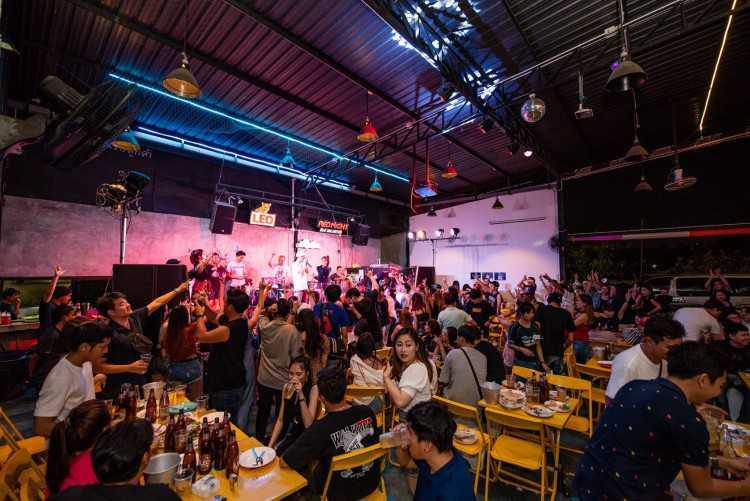 Kreuk Kruen Bar & Bistro บางบอน 5 : Bangkok