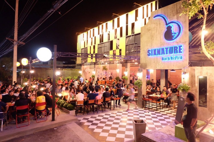 Sixnature Bar & Bistro : Loburi