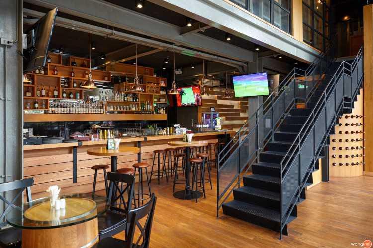 สนอบบิช เรสเตอรองท์ แอนด์ บาร์ (Snobbish Restaurant & Bar) : ทองหล่อ - เอกมัย (ThongLo - Ekkamai)