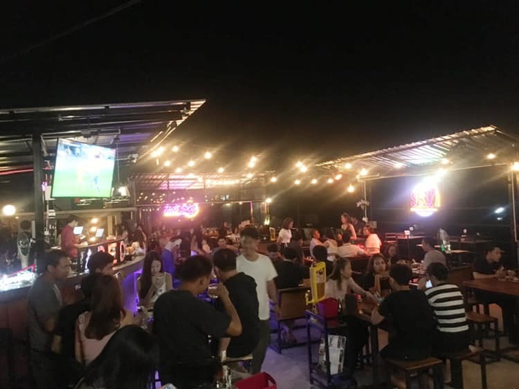 The Sky cocktail&Grill : ลำปาง
