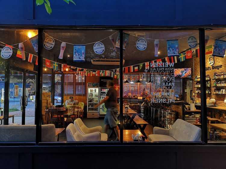 JIM s Burgers & Beers Watcharaphol : Bangkok