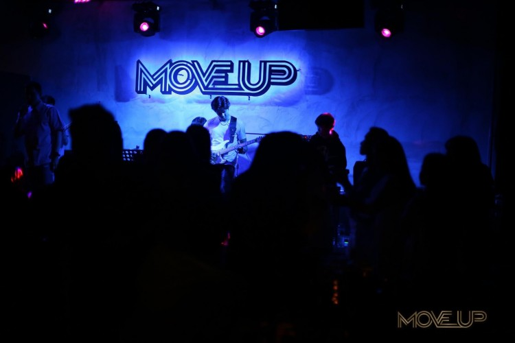 Move Up Bar  : Bangkok