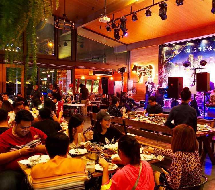 Falls in Love Coffee-Bar & Restaurant : กรุงเทพ