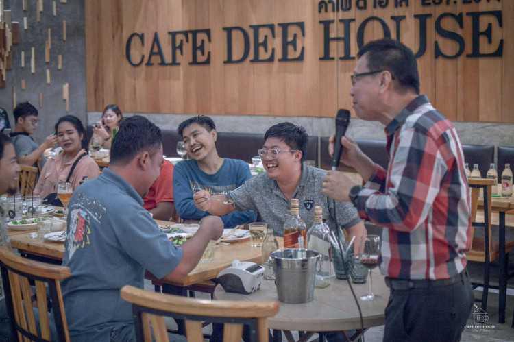 CAFE DEE HOUSE - Bangsaen : พัทยา - ชลบุรี - ระยอง