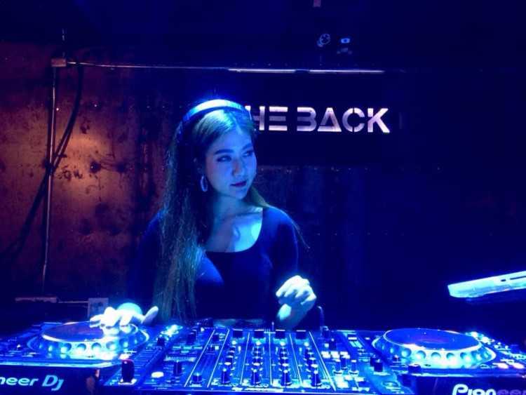 The BACK (เดอะแบล็ค) : Bangkok (กรุงเทพ)