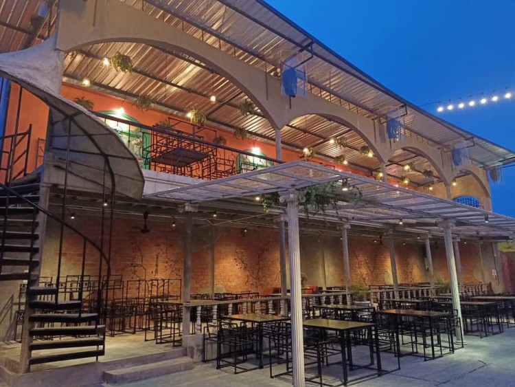 Venice Gardens pub&restaurant (เวนิส การ์เด้น ผับ แอนด์ เรสเตอรองท์) : Bangkok (กรุงเทพ)