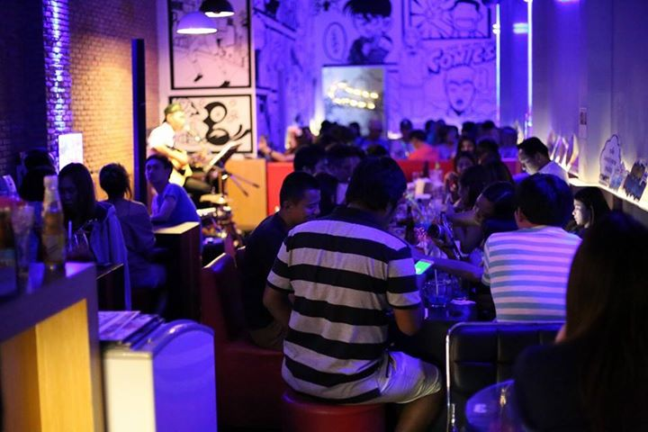 Comics Cafe & Bar : Phuket