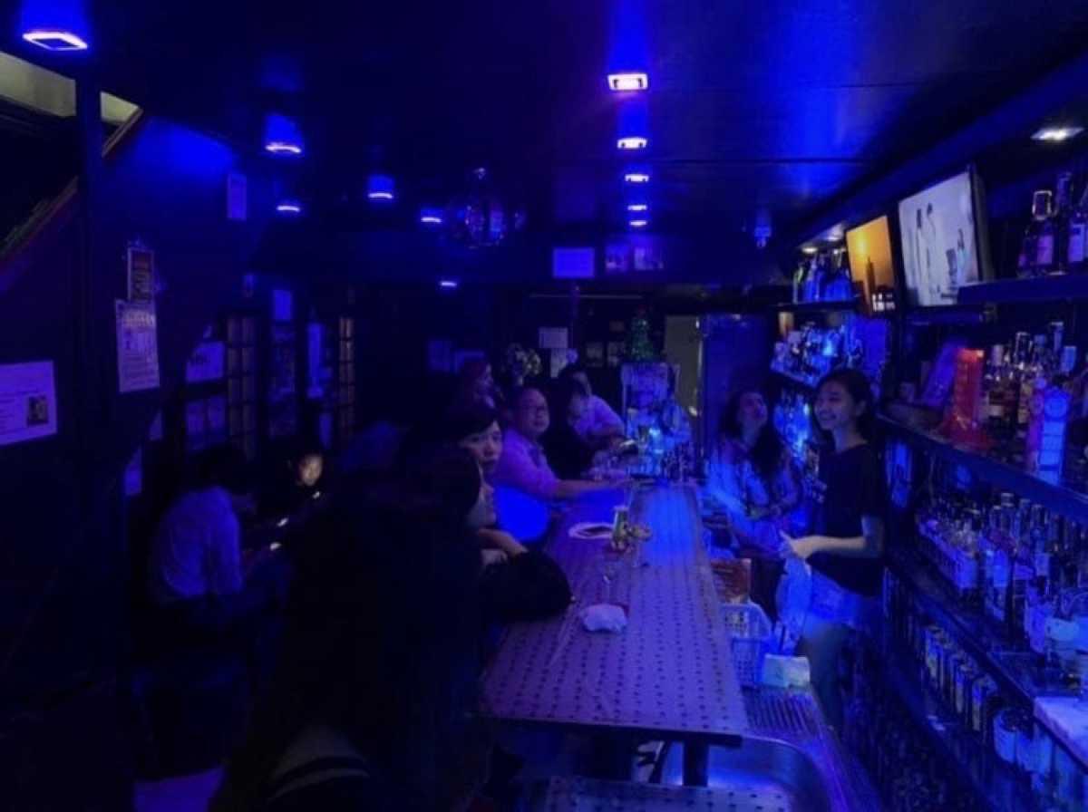 คาราโอเกะ บาร์ วู้ดบอล พร้อมพงษ์ (Karaoke Bar Woodball Phrom Phong) : กรุงเทพ (Bangkok)